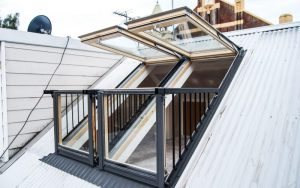 Velux skylights windows welcome for Fenetre qui se transforme en balcon